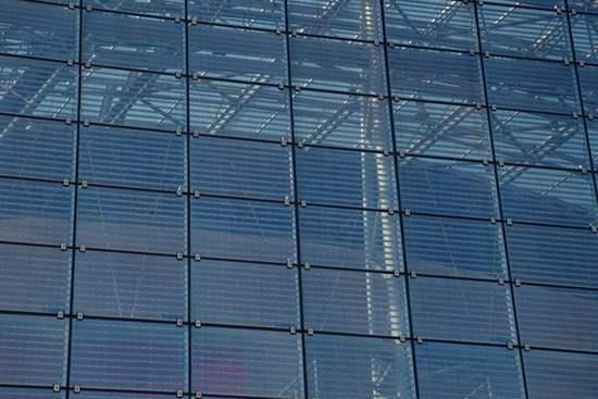 光伏玻璃价格维持高位 业内人士称涨价或持续到明年